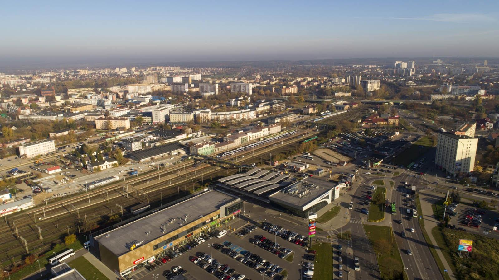 Wyremontowany dworzec w Białymstoku z drona